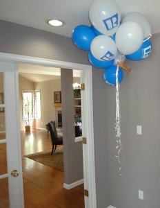 Balloons with Realtor logo at doorway to an open house