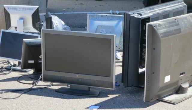 bob gordon realtor at bara recycling event collecting TVs