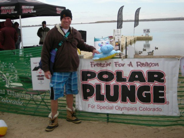 Bob Gordon at the polar plunge 2014 sign