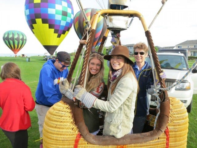 all female balloon crew