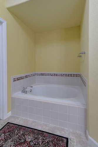 condo features five piece bathroom